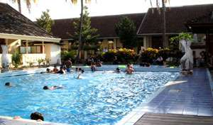 bed & breakfasts within walking distance to attractions and entertainment in Anturan, Indonesia