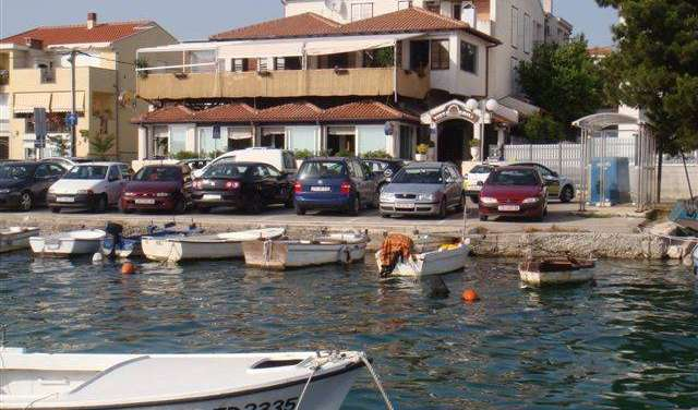 Find low rates and reserve bed and breakfasts in Zadar